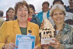 Strahlende Sieger zur Preisverleihung beim World-Music-Festival Innsbruck 2004